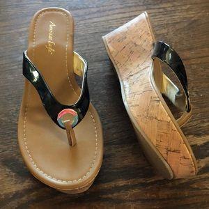 American Eagle Gold / Pleather Sandals. Sz 7